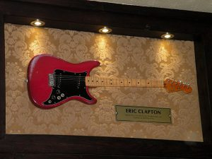 Hard_Rock_Cafe_London_Clapton's_guitar_Fender